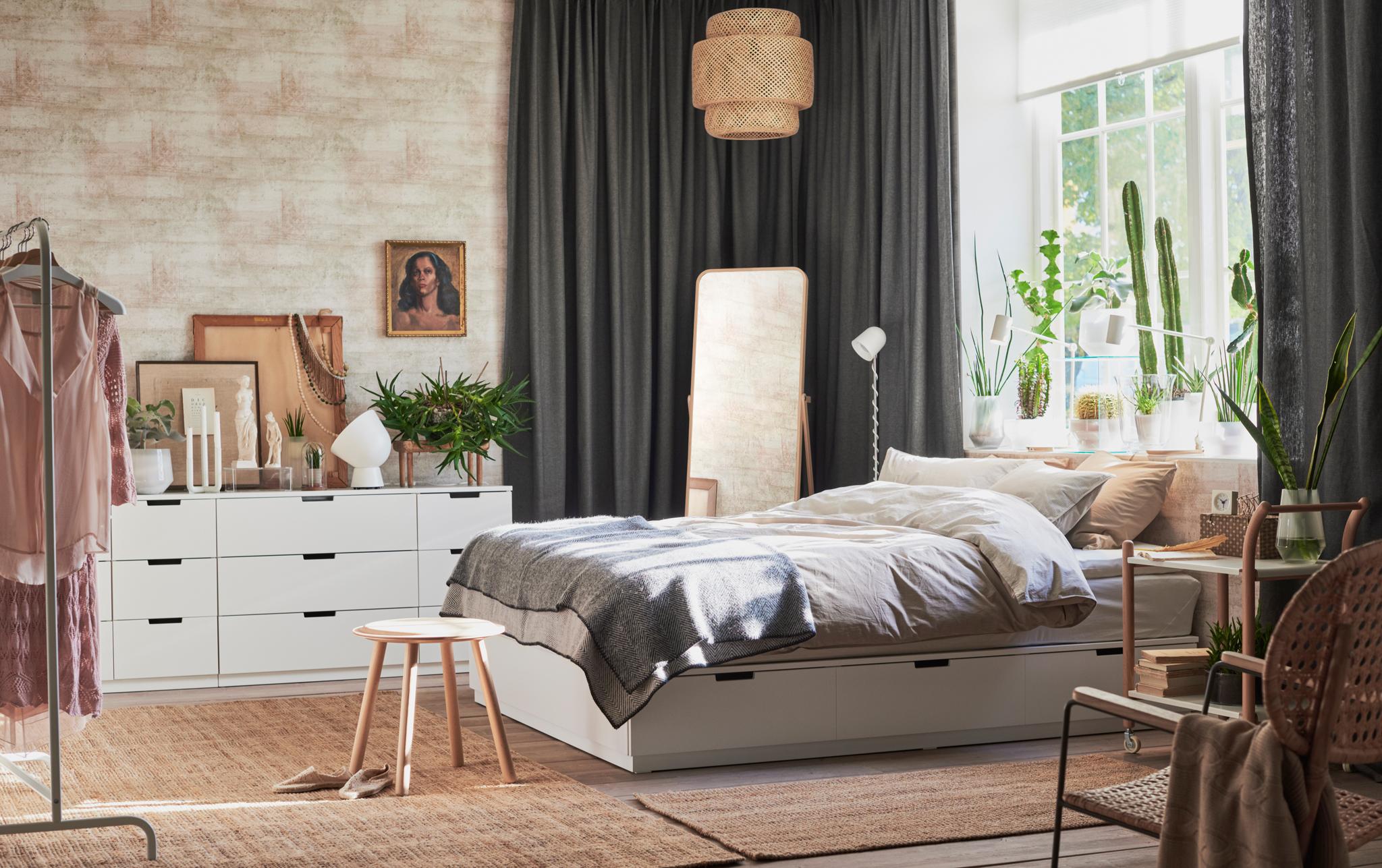 Какво включва интериорния дизайн на модерната и уютна спалня