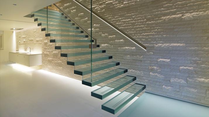 Стъклени стълбища за дома и офиса Ликс Мебел Бургас